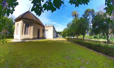 Jardines y capilla